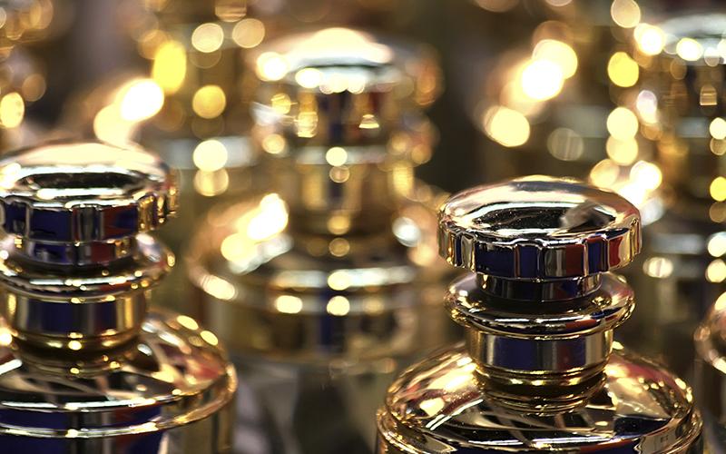 800x500-perfumes-GOLD