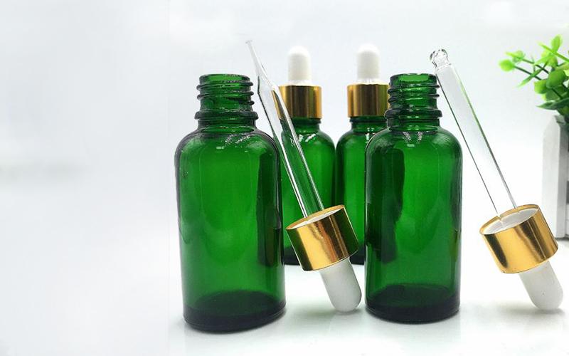 800x500-perfumes-GREEN-BOTTLEs